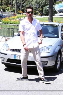Майкл покидает отель в Монако [13 июня]