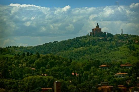 Болонья, Караульный холм и базилика Мадонны Сан-Лука.