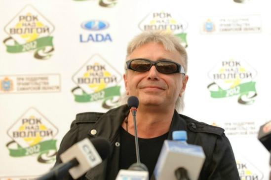 Просто Кинчев, уже на пресс-конференции.