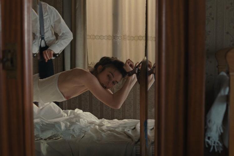 Посмотреть ролик - Самая сексуальная сцена кино 2011 года!